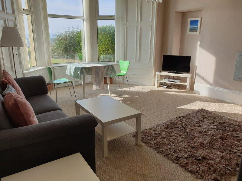 Beach View - Donnini Apartments, location de vacances à South Ayrshire