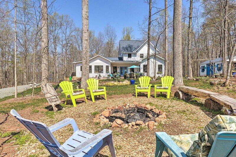 NEW! Charming Charlottesville Apt w/ Outdoor Space, alquiler de vacaciones en Keswick