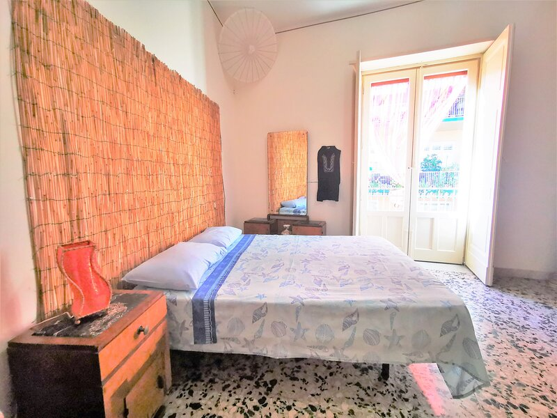 Central Station House Cettina Room 2, holiday rental in Sant'Agata li Battiati