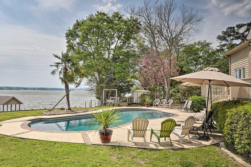 NEW! Impeccable Retreat w/ Dock on Lake Wateree!, location de vacances à Elgin