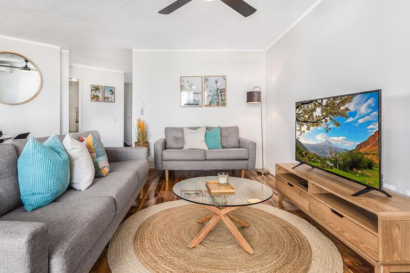 Relaxed 2-Bed Unit with Balcony, Pool and Mini-Golf, holiday rental in Miami