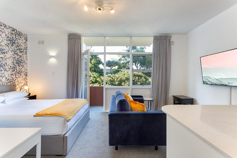 Comfy Balcony Studio near Parks, Shopping and Dining, vacation rental in Cremorne