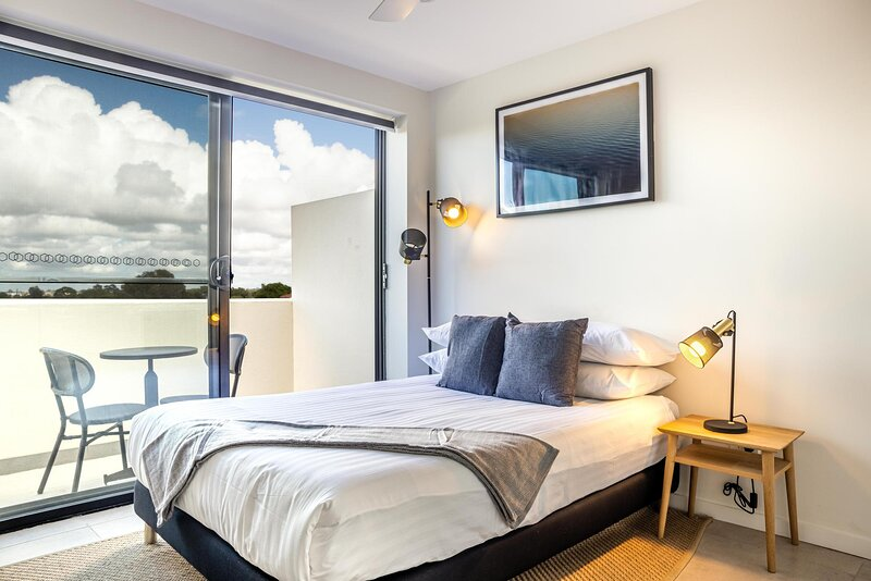 Cosy Studio with Balcony on Newtown Dining Strip, vacation rental in Stanmore