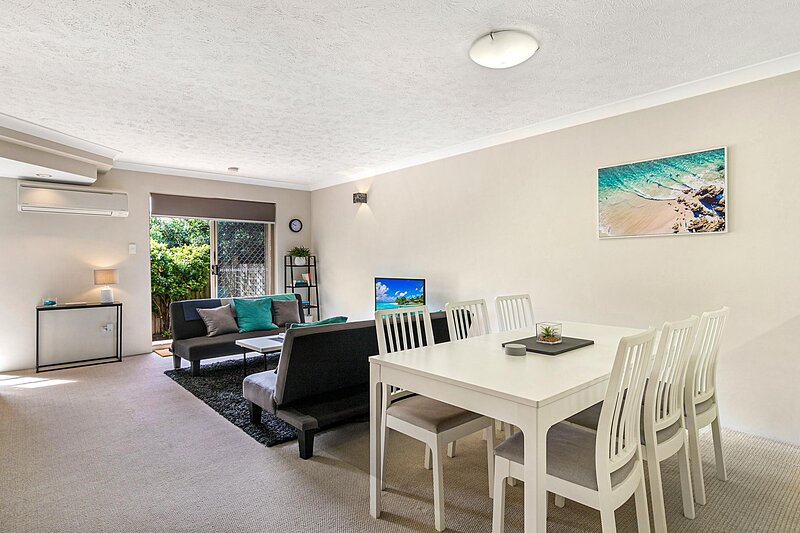 Cosy Townhouse with Patio, Parking near Hospital, holiday rental in Ipswich