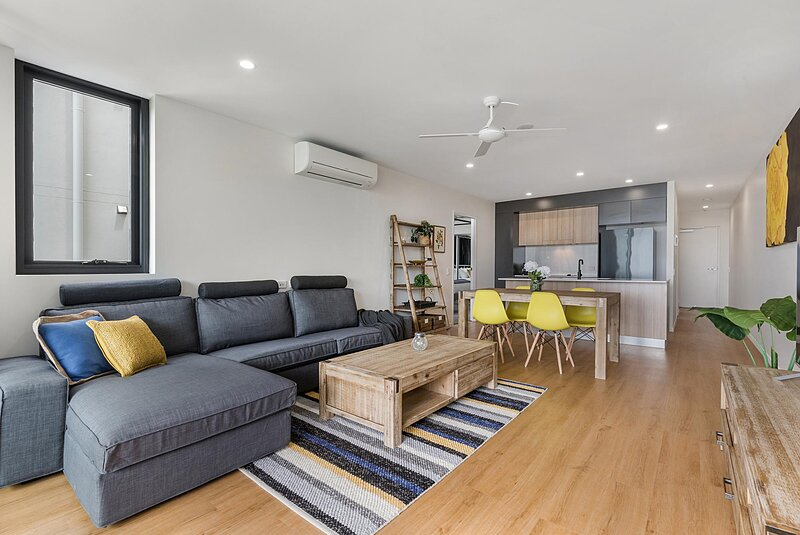 Boutique 2-Bed Unit with Pool near Shops and Dining, holiday rental in Diddillibah