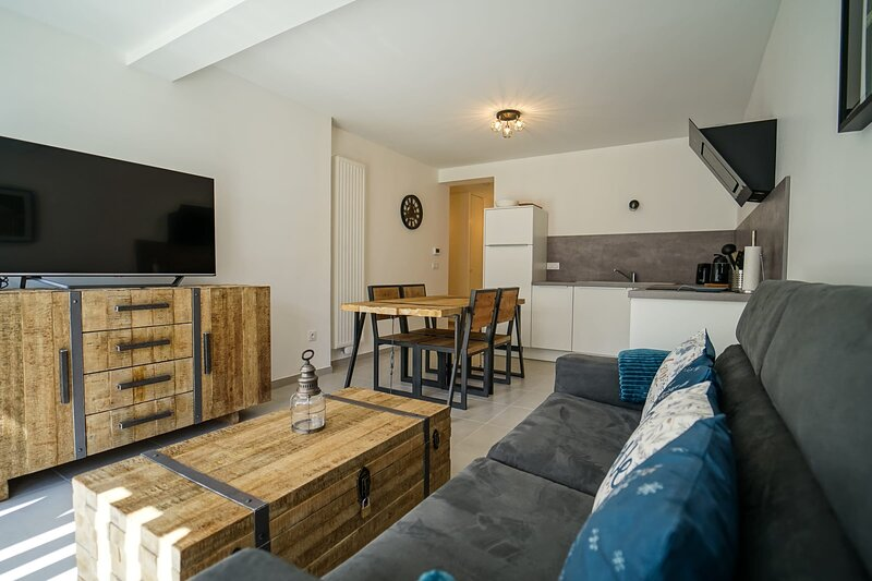 The Family Lake - Appartement 2 chambres, terrasse & parking, holiday rental in Lathuile