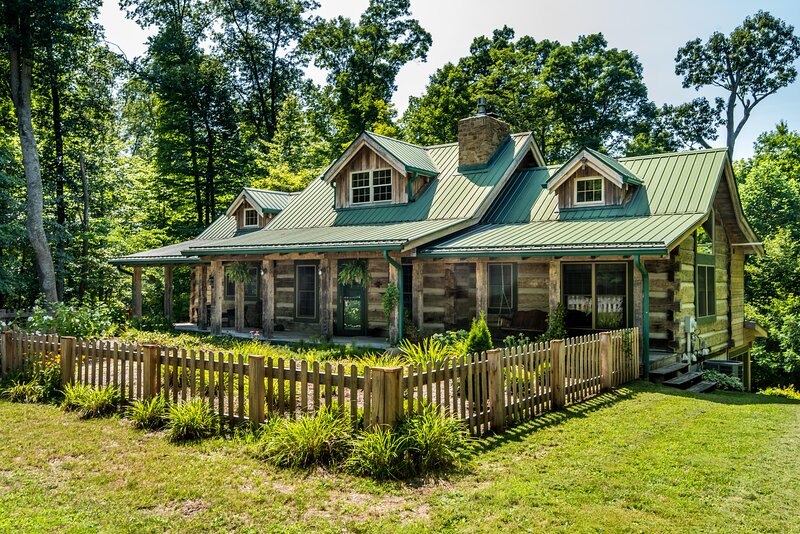Still Waters Log Cabin, holiday rental in Unionville