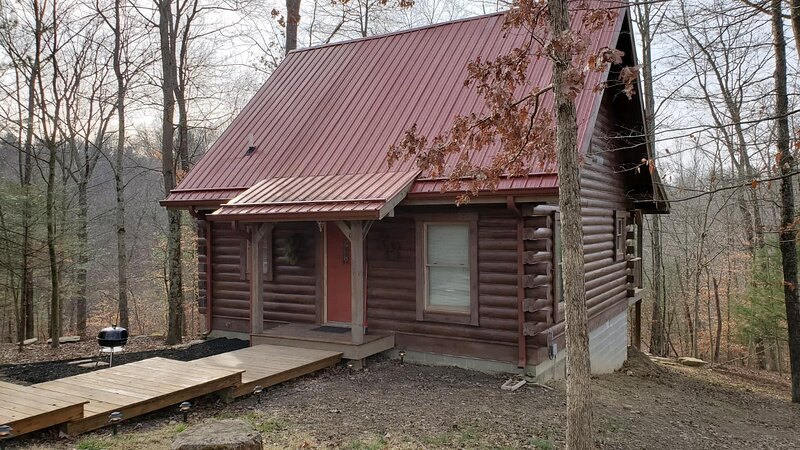 Life Is a Hoot Log Cabin, holiday rental in Columbus