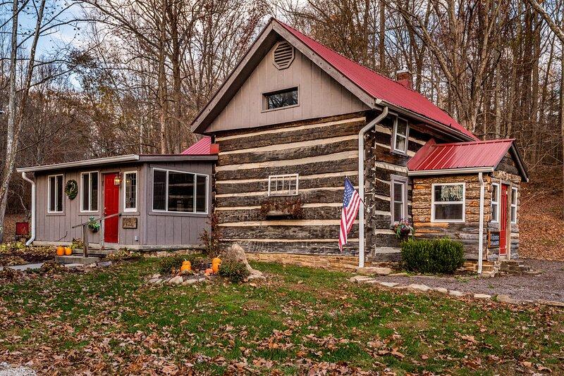 Bella Woods Log Cabin, vacation rental in Columbus