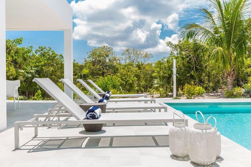 Tradewinds Villa 3 BDR/3 BTH with Pool near Beach, location de vacances à The Bight Settlement