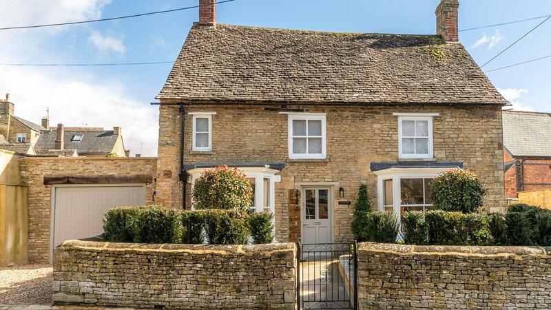 Tachbrook, Charlbury - sleeps 4 guests  in 2 bedrooms, holiday rental in Ascott-under-Wychwood