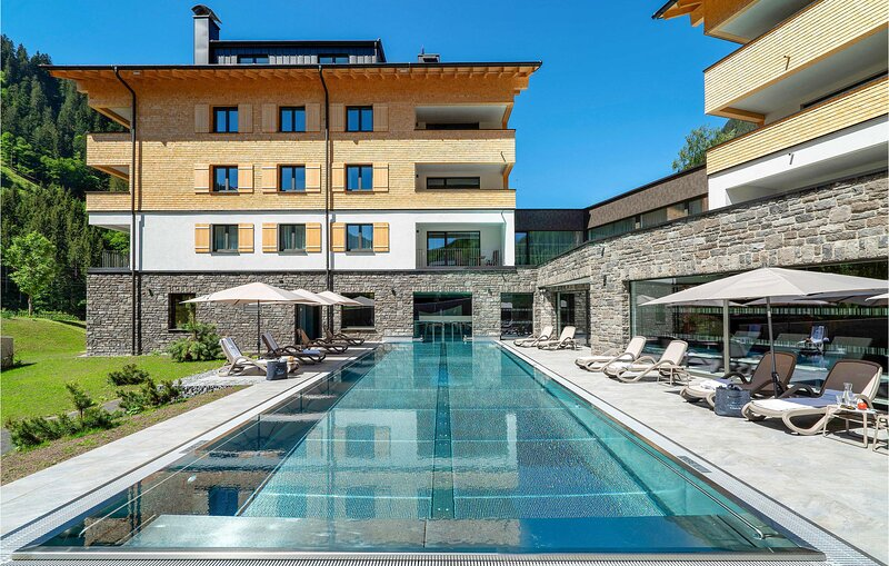 Stunning apartment in Klösterle with Outdoor swimming pool, Sauna and 3 Bedroom, aluguéis de temporada em Lech