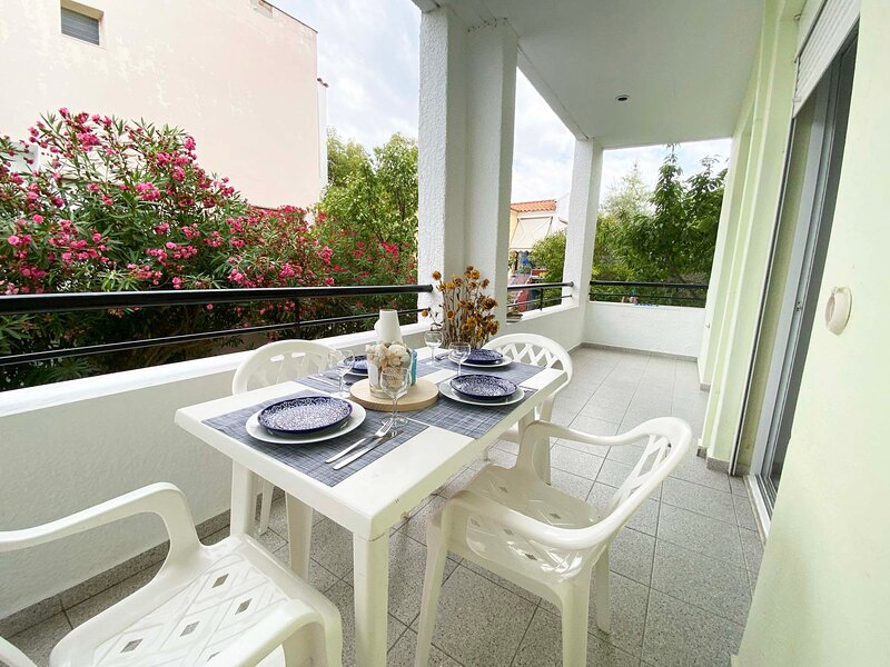 Apartment in Skala Fourkas,100M from the Beach, holiday rental in Possidi