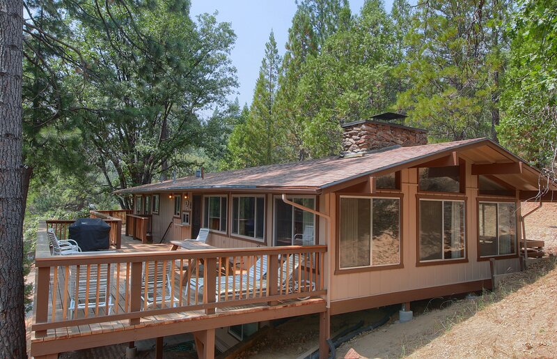 (99) Yosemite Mountain Lodge, aluguéis de temporada em Wawona