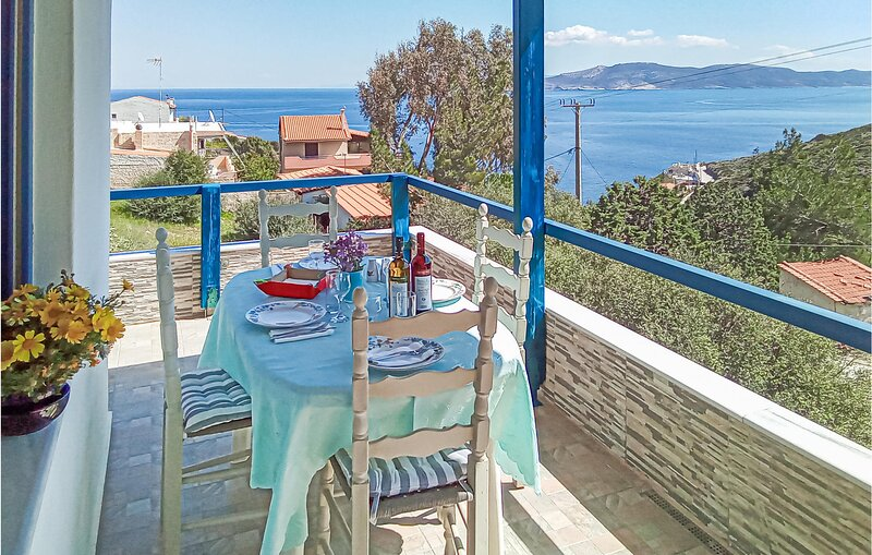 Amazing home in Keratea with WiFi and 2 Bedrooms (GAT199), vacation rental in Kaki Thalassa