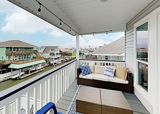 Spacious Canal Home w/ Balconies, Deck & Water-View Bar – Walk to Beach!, holiday rental in Galveston Island