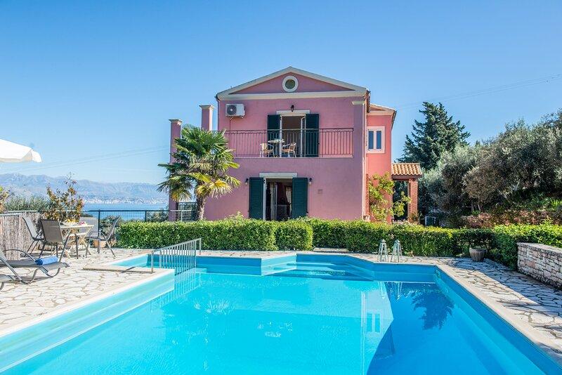Villa Vasilenia: Private pool, tennis court, stunning views, vacation rental in Peroulion
