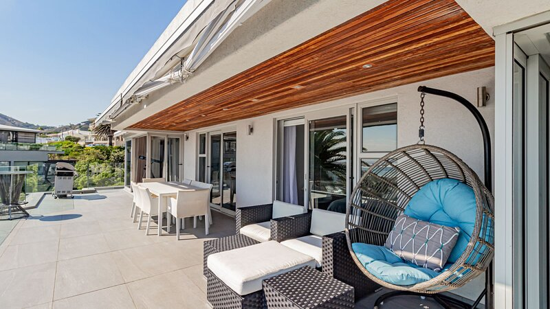 Houghton Penthouse, vacation rental in Bakoven