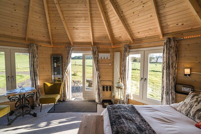 Dunroamin Lodges, holiday rental in Balfron