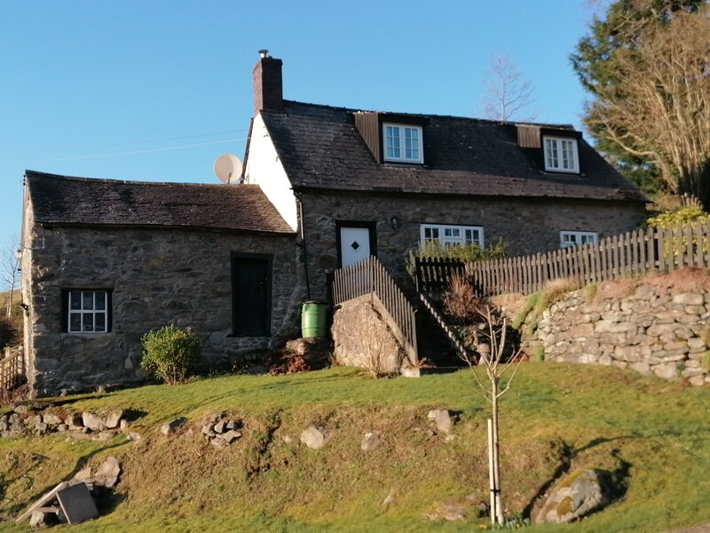 Country Cottage in the Heart of Wales with Log Burner, holiday rental in Dolanog