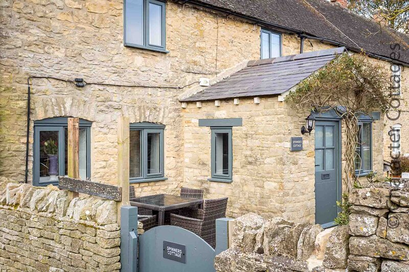 Spinners Cottage is a beautifully presented Cotswold stone cottage, casa vacanza a Stow-on-the-Wold