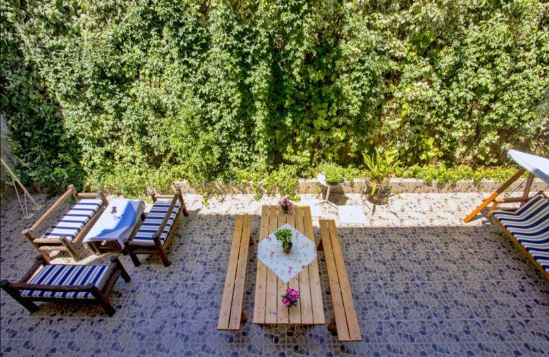 Maik Apartments - Convenient apartment near the beach, location de vacances à Vatopedi