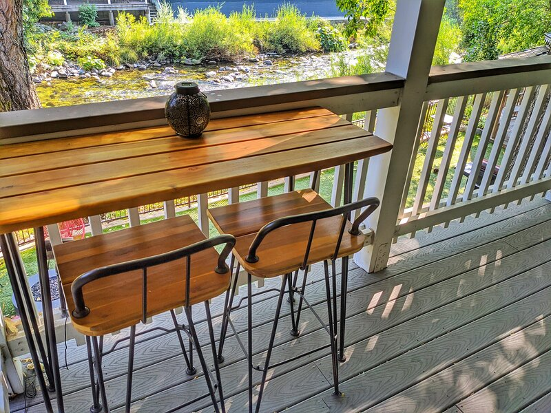 Carriage House Inn - Feather Suite, holiday rental in Washington