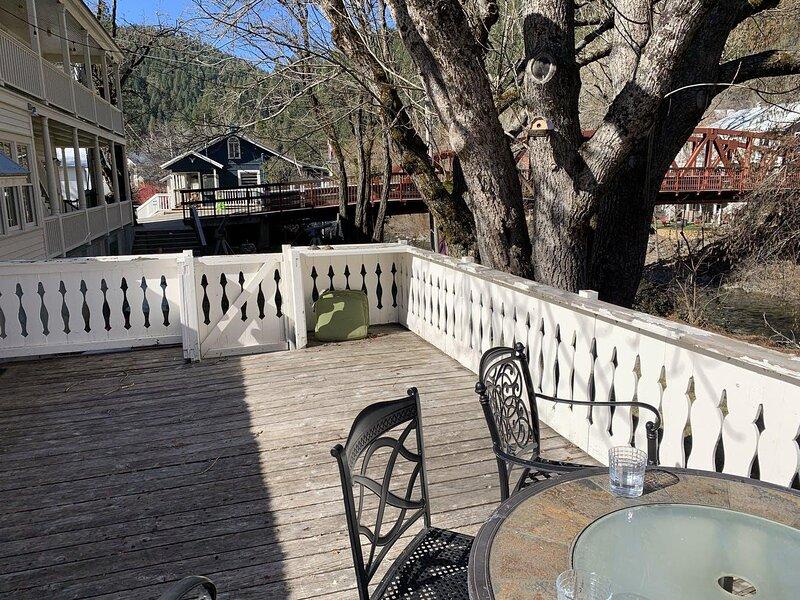 Riverside Mountain Lodge - Cottage, holiday rental in Washington