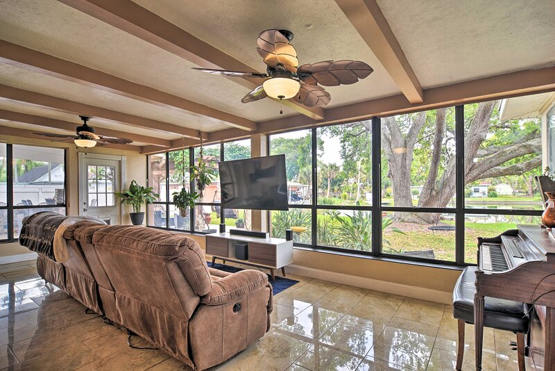 NEW! Waterfront Home w/ Game Room, 2 Mi to Beach!, location de vacances à Bay Pines