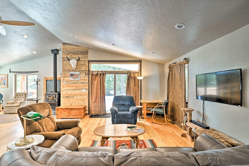 NEW! Cozy Cabin w/ Mtn Views: Hike, Fish & Explore, vacation rental in Seeley Lake