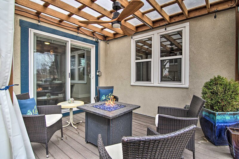 NEW! Colorful CO Springs Retreat, Blocks to Dtwn!, vacation rental in Colorado Springs