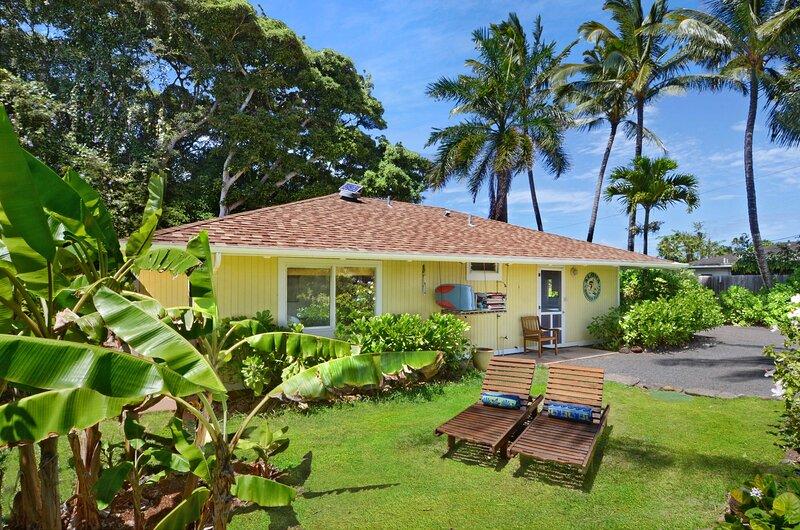 NEW! 'Meli Meli' Kapa'a Cottage: 1 Block to Beach!, casa vacanza a Wailua