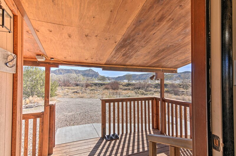 NEW! Home w/ Canyon Views: 2 Mi to Grand Staircase, holiday rental in Bryce Canyon City