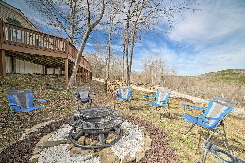 NEW! Muscle Shoals Wilderness Getaway on 200 Acres, holiday rental in Florence