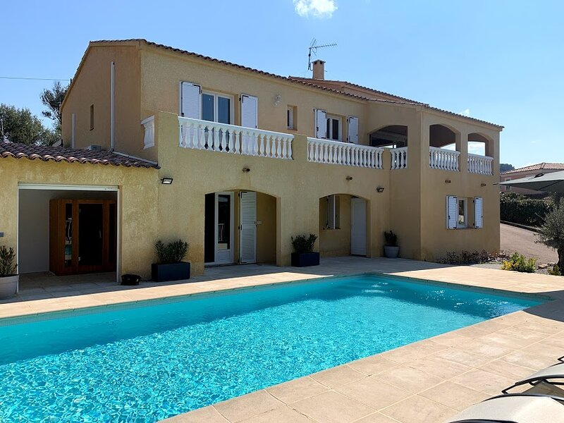 Superbe villa *** avec piscine et sauna 180 m² 10 personnes, location de vacances à Tiuccia