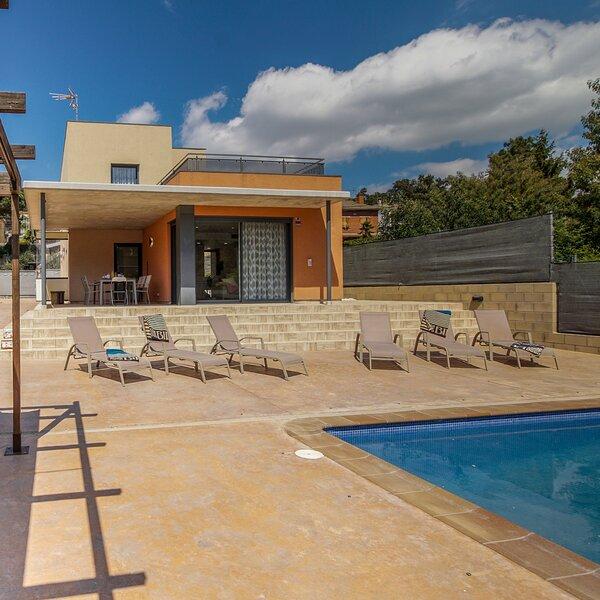 YourHouseInSpain-Villa Fantasia, private Pool, A/C, Wifi, Netflix, Barbecue, location de vacances à Tordera