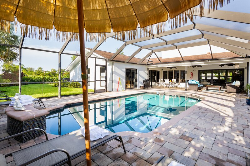 Luxurious and spacious pool home near Vanderbilt beach! Designer decorated!, holiday rental in North Naples