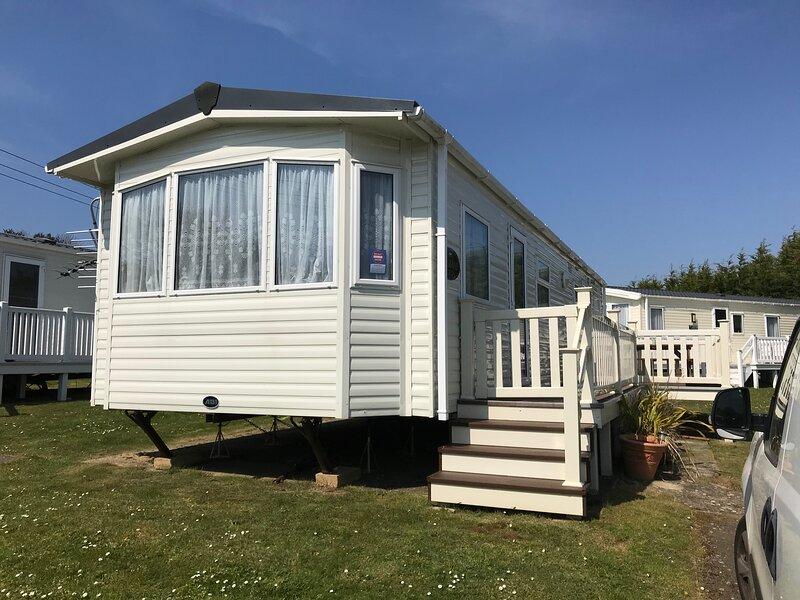 3 Bedroom Caravan LG38, Lower Hyde, Shanklin, location de vacances à Apse Heath