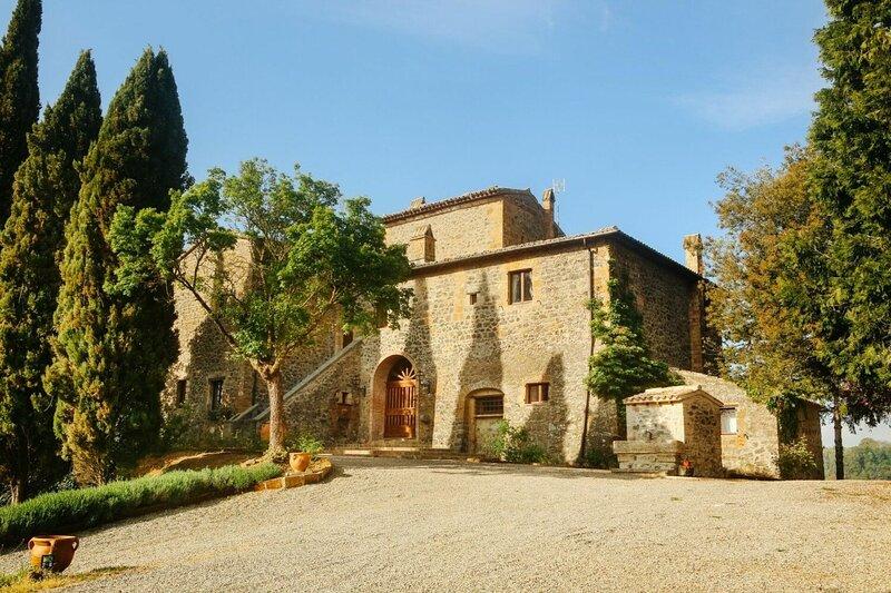 Maniero Tramonto e Poesia, vacation rental in Ciconia