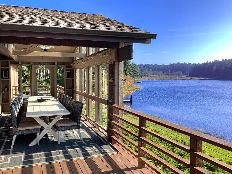 Floras Lake Getaway, holiday rental in Langlois