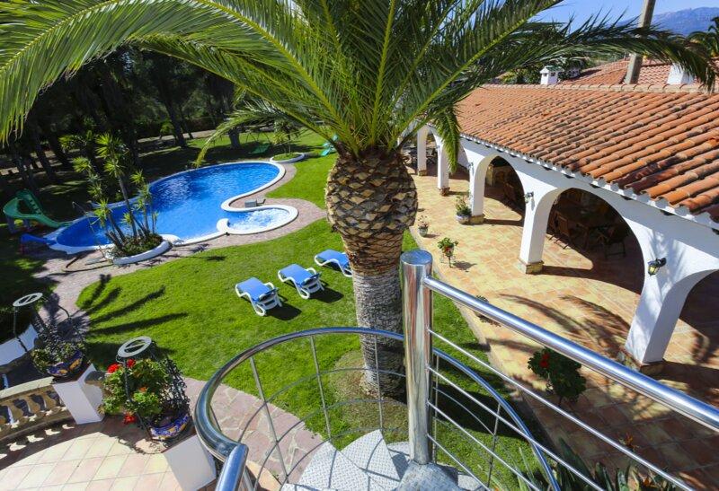 Alquiler villa casa vacaciones familias chalet piscina tenis golf casa rural, holiday rental in Mont-roig del Camp