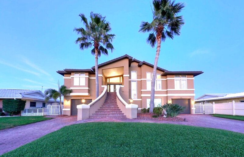 Exceptional waterfront home with breathtaking view., holiday rental in Belleair Bluffs