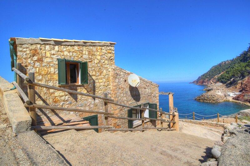Cala Estellencs House with breathtaking sea views, vacation rental in Banyalbufar