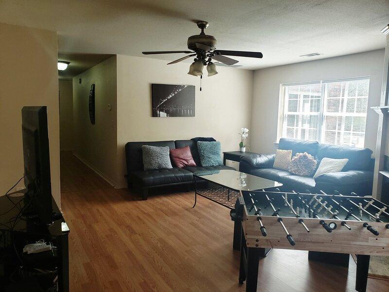 ⭐Entertainment House ⭐,near trail, UofA, has grill, king bed, location de vacances à Johnson