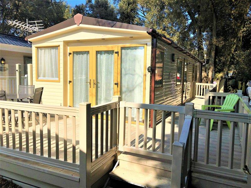 Sandy Toes - Plot 31 Sandhills Holiday Park - Mudeford, holiday rental in Highcliffe