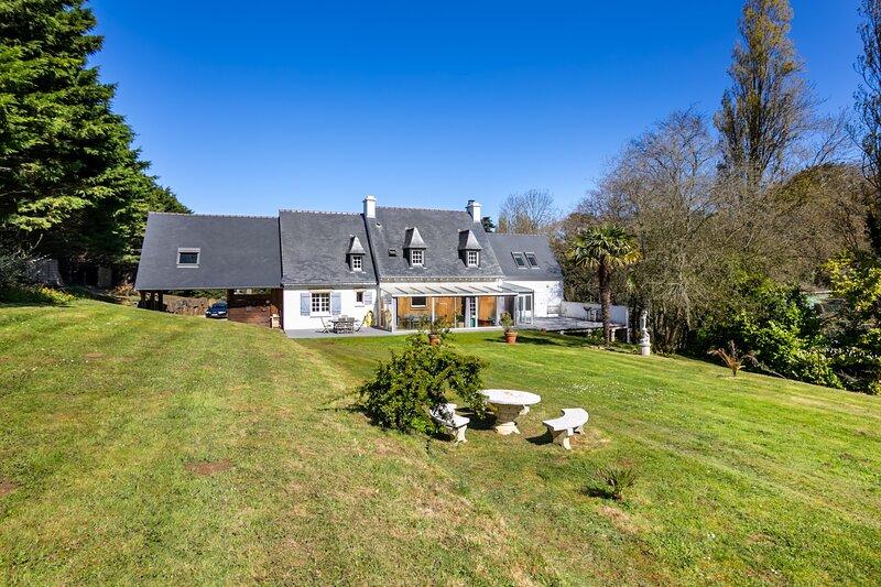 Villa St Joseph - parc arboré et vue imprenable sur la mer, vacation rental in Hillion