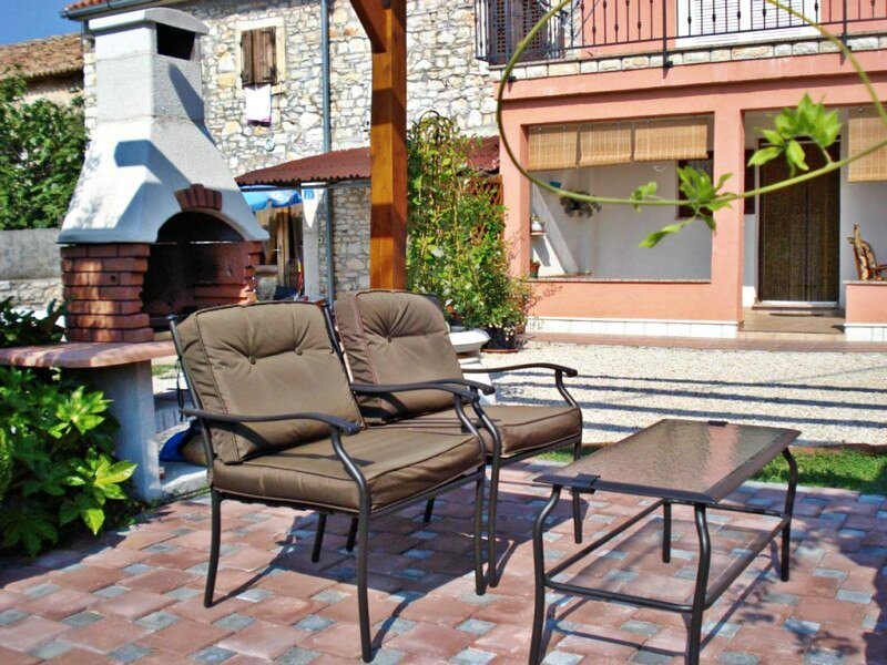 Appartamento Lorena 2 a Đuba-Umag zona tranquilla, vicino al mare, barbecue, location de vacances à Umag