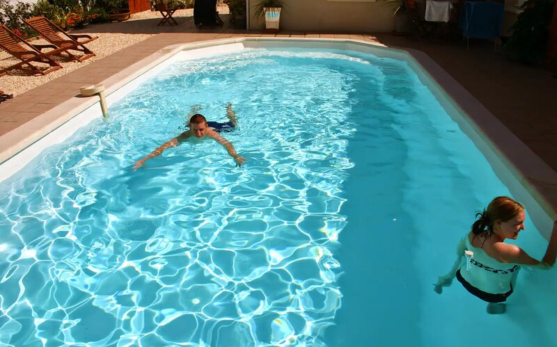CHARMING RESIDENCE CHARMANTE, 20 PERSONNES +, PISCINE/POOL, casa vacanza a Nieul sur Mer