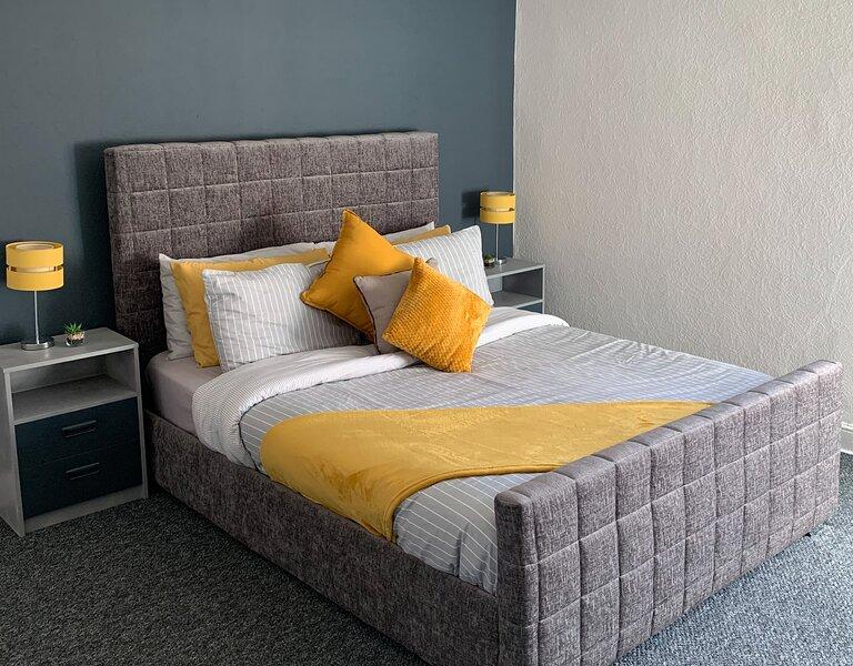 New Spacious & Modern Winter Gardens Apartment - Sleeps 8, casa vacanza a Blackpool