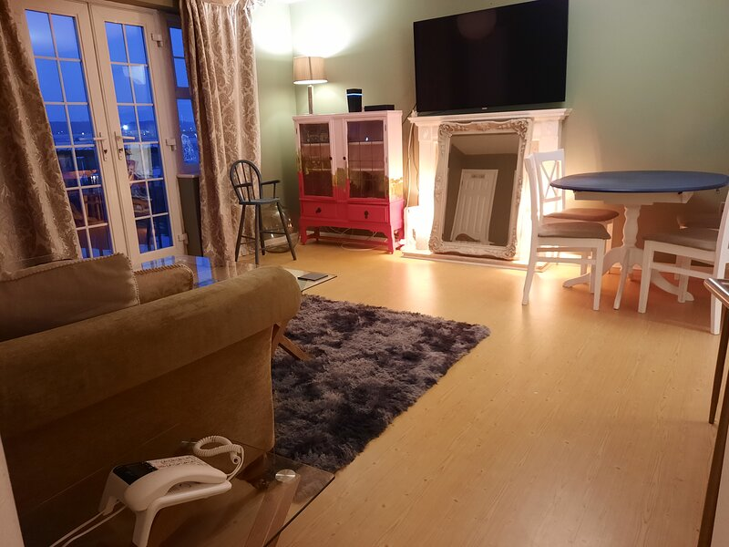 Stunning 2-Bed Apartment in Shoreham-by-Sea, vacation rental in Steyning